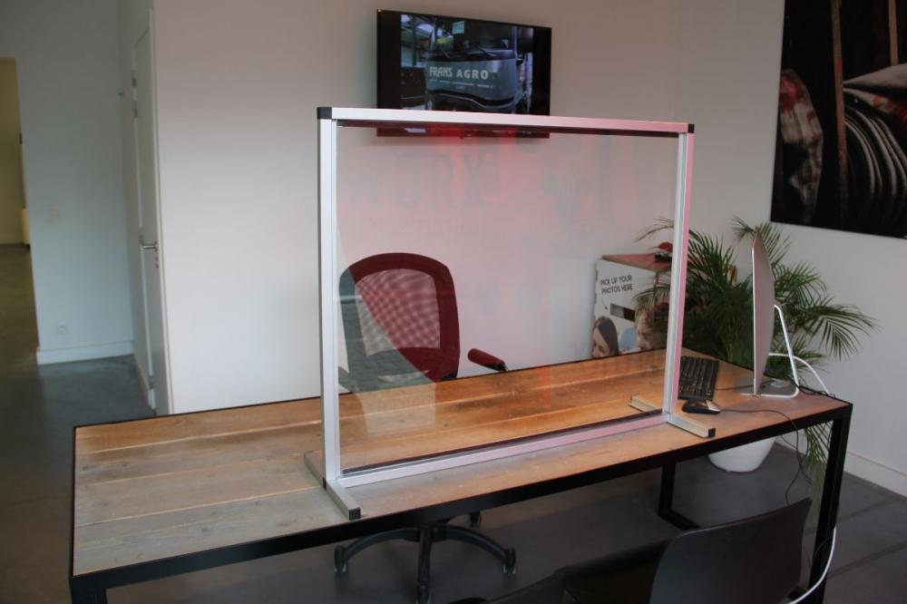 Plexi scherm - aluminium frame met opening